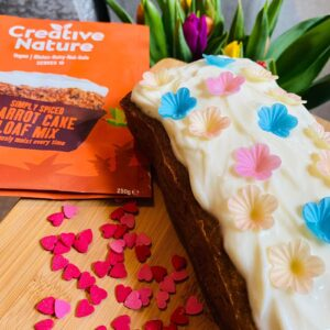 imahe fo carrot cake with flowers